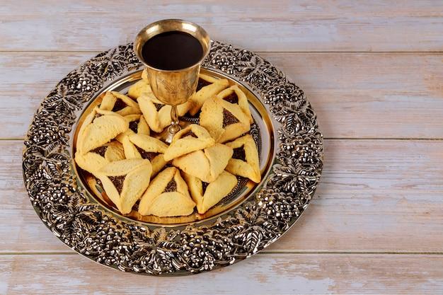 Carnevale con biscotti hamantaschen festa ebraica purim