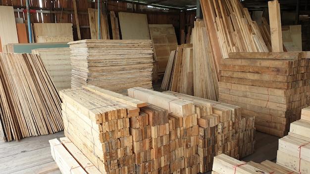 Carpentiere del materiale del magazzino del deposito della costruzione di legno