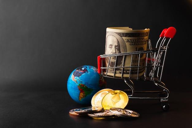 Carrello con banconote e monete