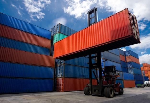 Carrello elevatore che tratta il contenitore di contenitore nell'industria navale