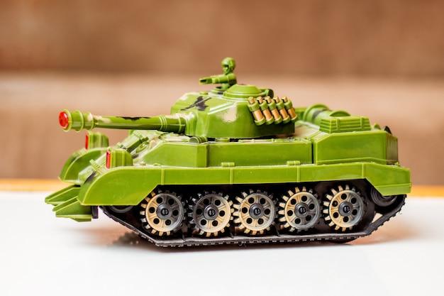 Carro armato giocattolo per bambini, regalo di compleanno, vendita e acquisto di giocattoli per bambini