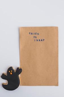 Carta artigianale e pan di zenzero di halloween