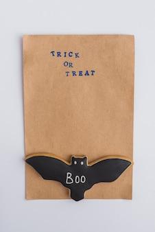 Carta artigianale e panpepato di pipistrelli di halloween