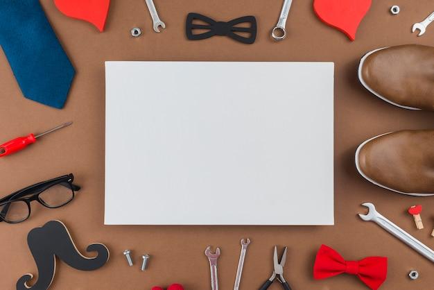 Carta bianca con strumenti e vestiti dell'uomo