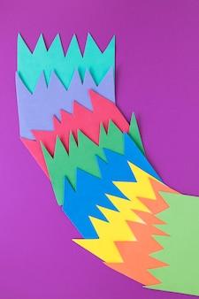 Carta colorata con rapporto di economia