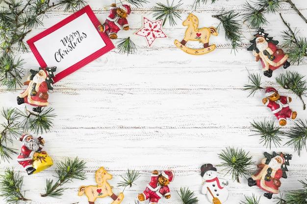 Carta con scritta merry christmas con giocattoli