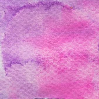 Carta con texture dipinta con acqua color rosa e viola