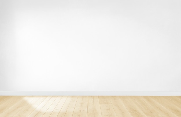 Carta da parati bianca in una stanza vuota con pavimento in legno