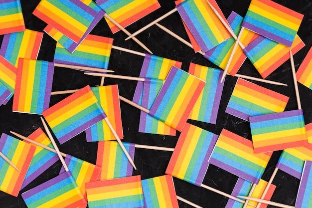 Carta da parati delle bandiere del rainbow lgbt su fondo nero