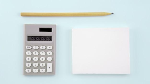 Carta del libro bianco di affari su fondo bianco