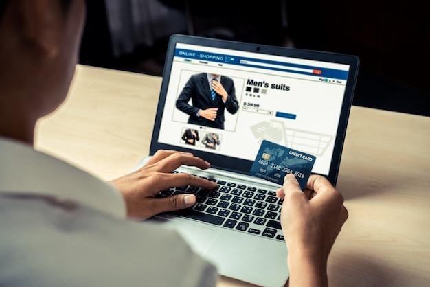 Carta di credito uso giovane per lo shopping online