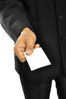 Carta di nome della tenuta dell'uomo di affari isolata sopra fondo bianco.