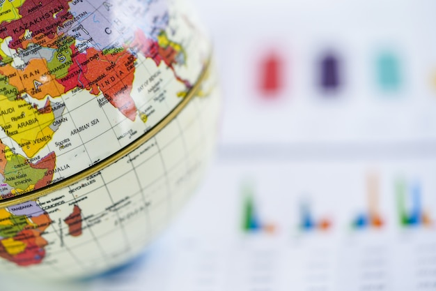 Carta millimetrata del grafico con la mappa dell'asia del mondo del globo.