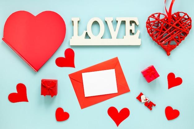 Carta per san valentino con cuori e scatole