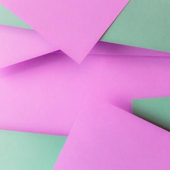 Carta rosa e verde e copyspace per scrivere il testo