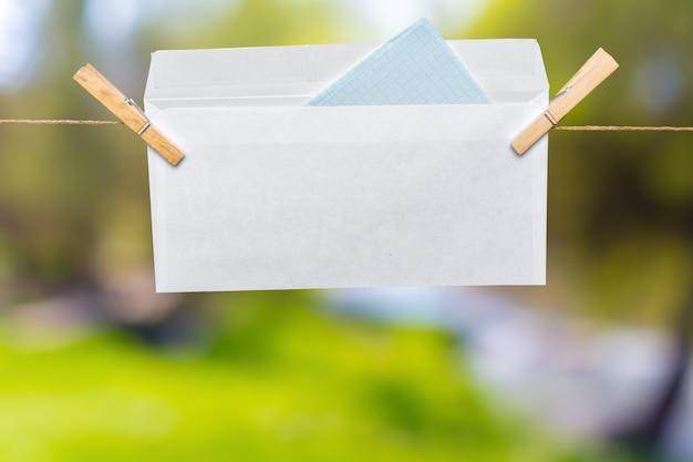 Carta su una corda