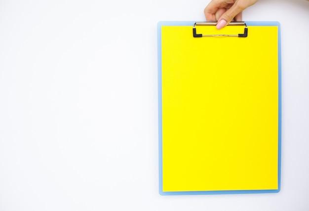 Cartella vuota con carta gialla.