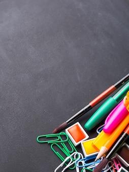 Cartoleria colorata torna a scuola