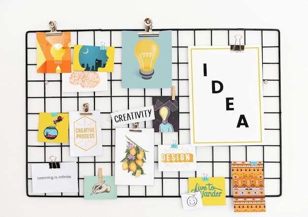Cartolina creativa impostata su un rack