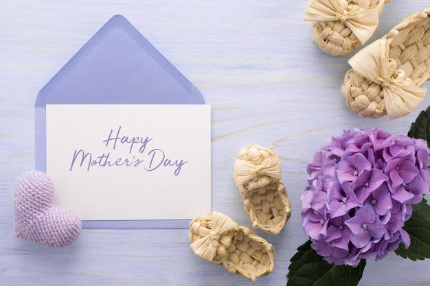 Cartolina d'auguri festa della mamma con fiori lilla