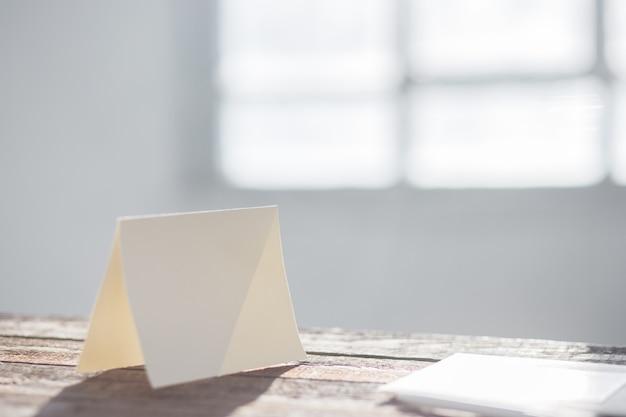 Cartolina d'auguri in bianco dell'invito