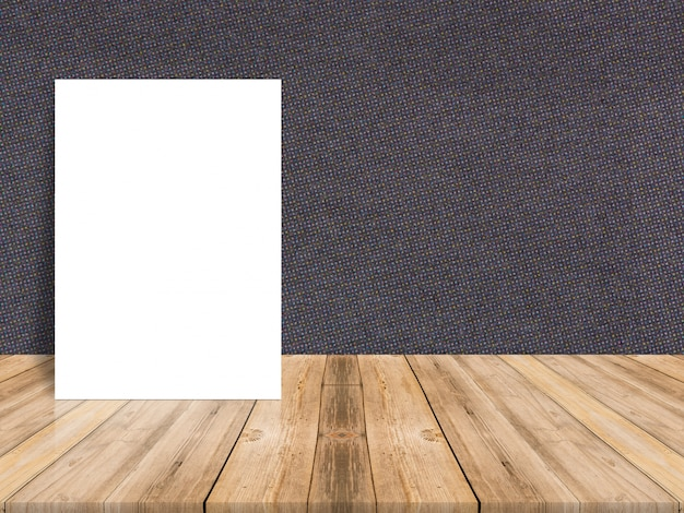 Cartoncino bianco in bianco su fondo tropicale pavimento in legno e parete di carta, modello modellato per aggiungere i tuoi contenuti, lasciare spazio laterale per la visualizzazione del prodotto