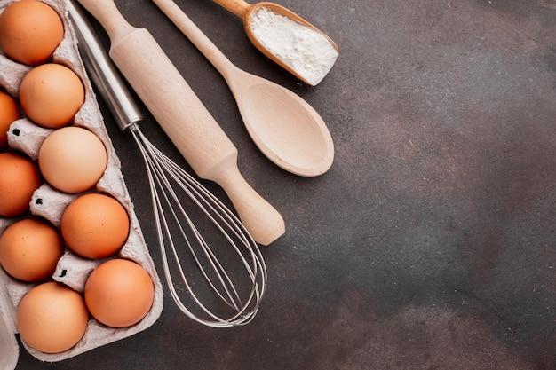 Cartone per uova con frusta