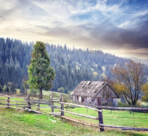 Casa abbandonata in montagna