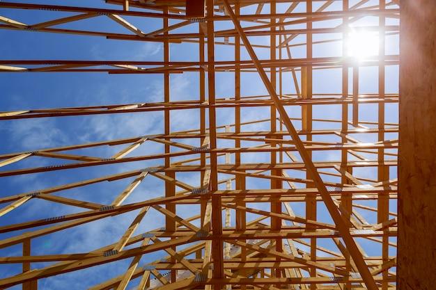 Casa in costruzione telaio in legno per una casa in progressione.