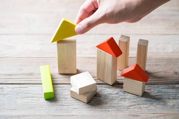Casa in legno e complesso residenziale