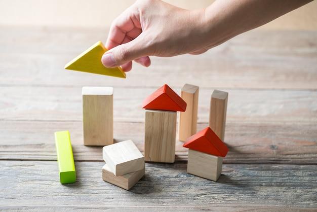 Casa in legno e concetto di edilizia abitativa