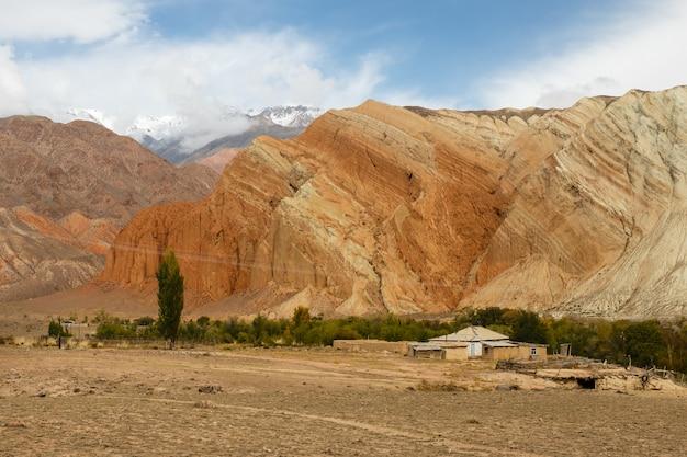 Casa in montagna, fiume kokemeren, distretto di jumgal, kirghizistan