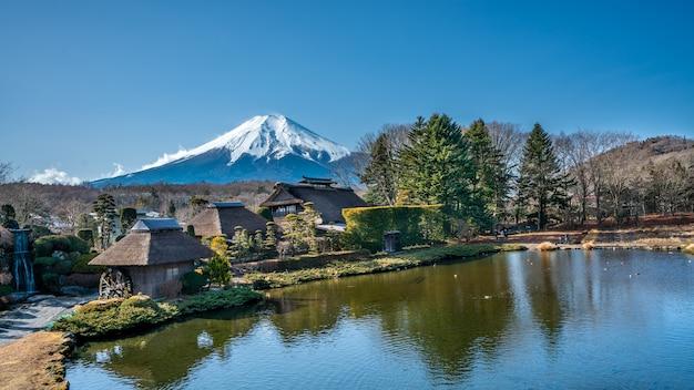 Casa lago fuji mountain background