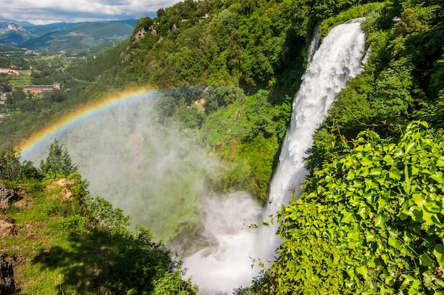 Cascata delle marmore, cascata delle marmore, in umbria, italia. la cascata artificiale più alta del mondo.
