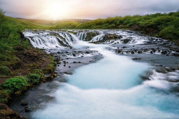 Cascata di bruarfoss in brekkuskogur, islanda.