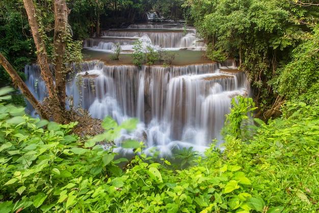 Cascata di huai mae khamin, kanchanaburi, tailandia