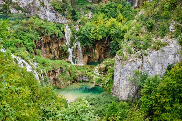 Cascate nel parco nazionale dei laghi plitvice, croazia