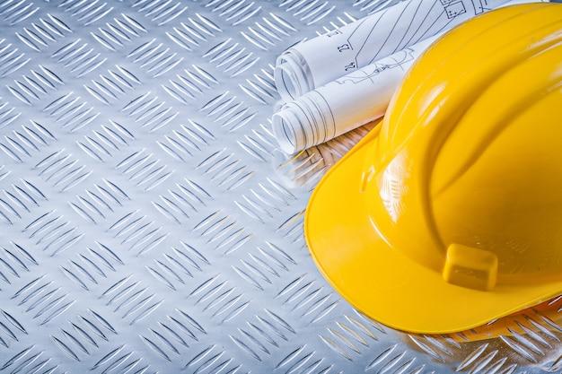 Casco dei disegni di ingegneria sul concetto di piastra metallica scanalato della costruzione