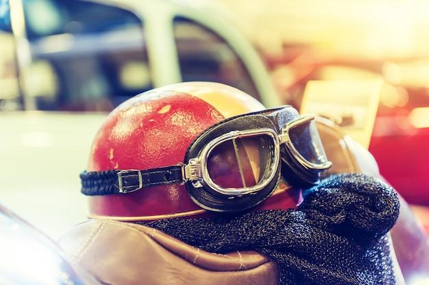 Casco di un motociclista con effetto vintage
