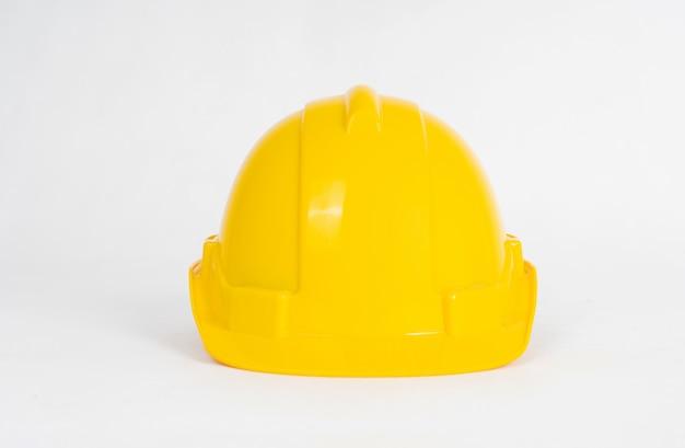 Casco giallo della costruzione isolato su bianco