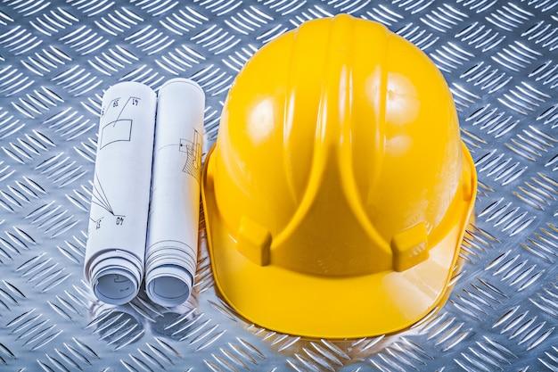 Casco rotolato dei modelli sul concetto scanalato della costruzione della lamina di metallo