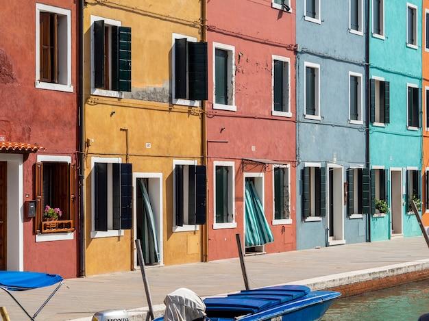 Case colorate nell'isola di burano