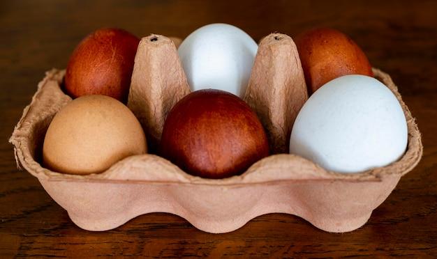 Cassaforma ad alto angolo con uova