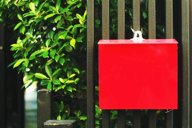 Cassetta delle lettere rossa