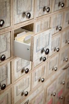 Cassetto libreria da vicino