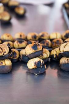 Castagne arrostite fresche
