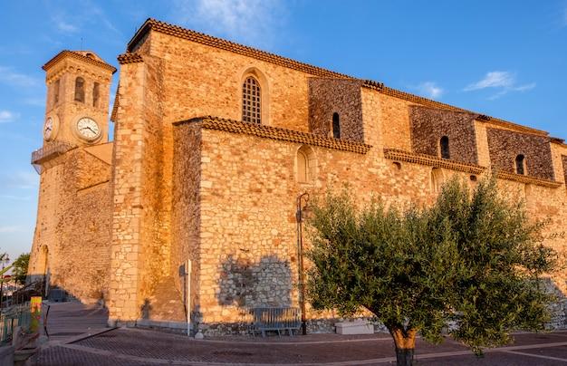 Castello con il campanile a cannes