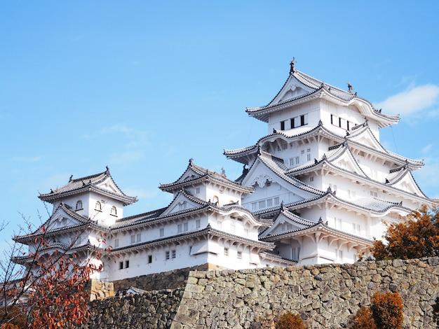 Castello di himeji nella stagione autunnale, giappone.