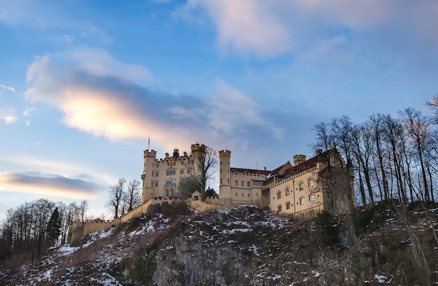 Castello di hohenschwangau in baviera, inverno.