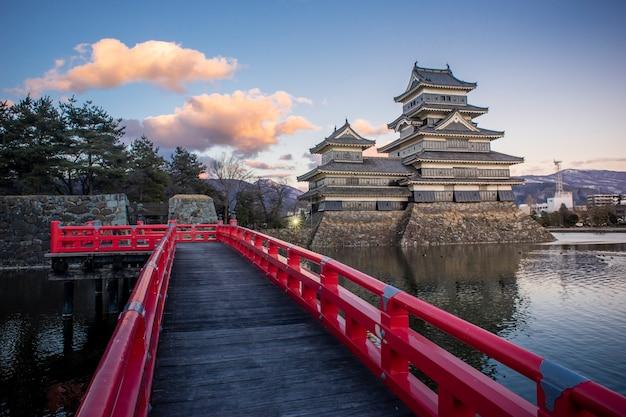Castello di matsumoto in serata, matsumoto, giappone